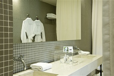 Hotel Bedrooms Bathroom