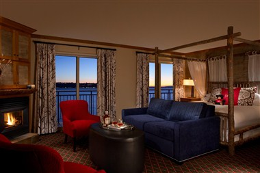 Waterfront Jr Suite