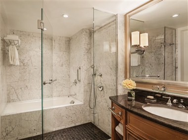 Four Seasons Hotel Boston Deluxe Bathroom