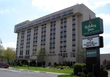 Holiday Inn & Suites Bristol Conference CTR