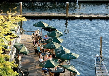 Lakeside Dining at the El
