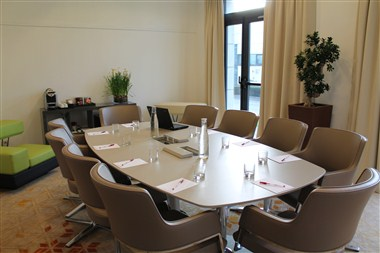 New GenSpace Meeting Room - Le Point