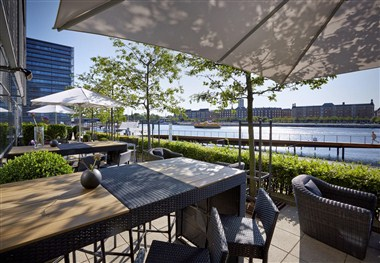Enjoy the terracce at the waterfront