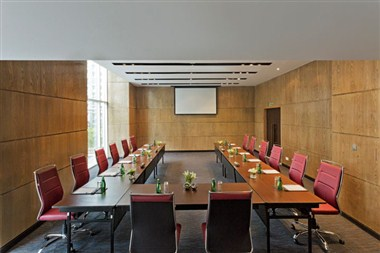Lily Meeting Room