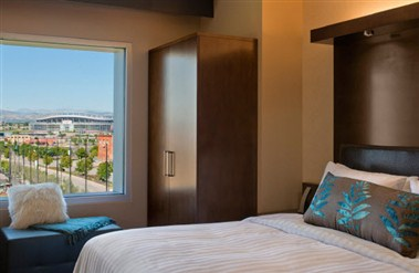 King Suite with Mile High View