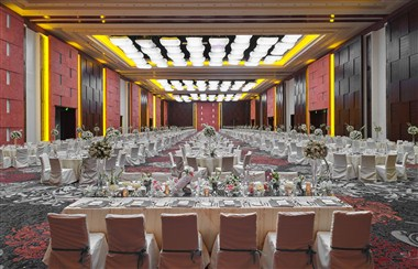 Marriott Grand Ballroom - Wedding Scene