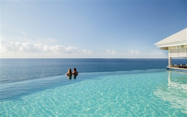 Infinity Pool with Swim Up Bar