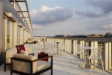 M Club Lounge – Outdoor Terrace