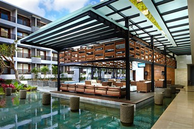 Pool Bar & Lounge
