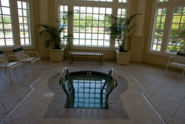 Indoor pool - Jacuzzi