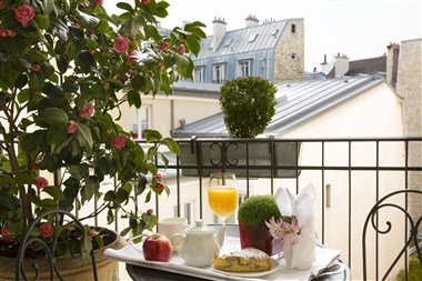 Breakfast/Balcony