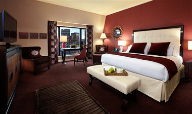 Club InterContinental guestroom