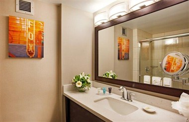 Crowne Plaza Atlanta Airport Guest Room Bathroom