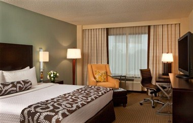 Crowne Plaza Atlanta Airport King Guest Room