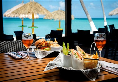 Holiday Inn Resort Aruba Oceanside Bar & Grill