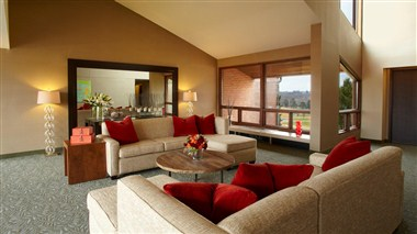 Guest Room Lounge