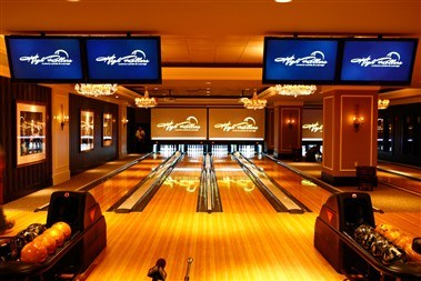 High Rollers Luxury Bowling
