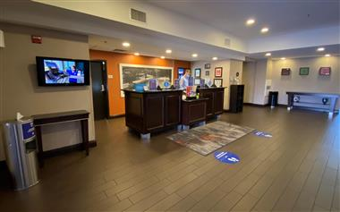 FRONT DESK / HOTEL LOBBY