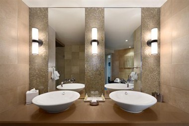 Luxury 2 Bedroom Suite Bathroom