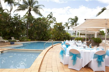 Pool - Outdoor Dining