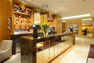 Lobby Lounge Bar and Gourmet To Go Station