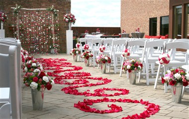 Outdoor weddings and vow renewals