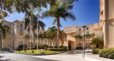 Hilton Naples Exterior Buidling