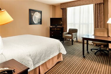 Hampton Inn & Suites National Harbor - King Room