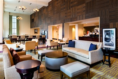 Hampton Inn & Suites National Harbor - Lobby