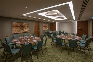 FLEXIBLE MEETING ROOM - CINNAMON