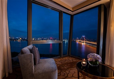 sleeping room river view