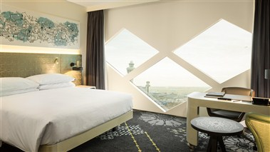 King Deluxe Room - Airport View