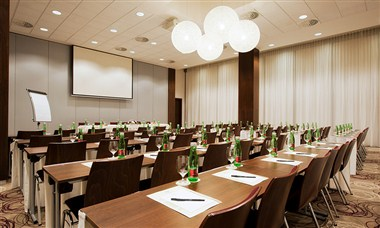 Plan your conference at DoubleTree by Hilton