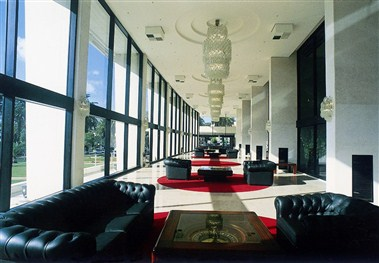 Panoramic Foyer