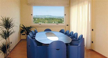 Infinity Meeting Room