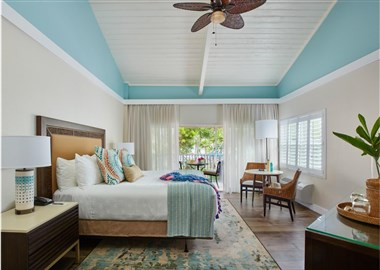 Superior Beachfront Bungalow King Room