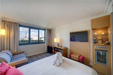 Executive room with the view of the Eiffel Tower