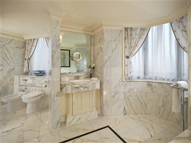 Mayfair Suite - Bathroom