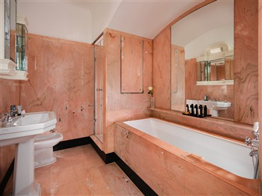 Harlequin Suite - Bathroom