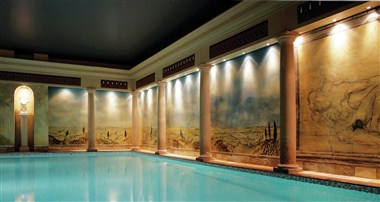 Utopia Spa Indoor Pool
