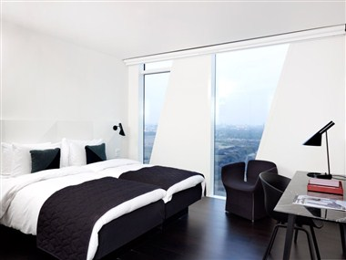 812 rooms at the adjoining AC Hotel Bella Sky