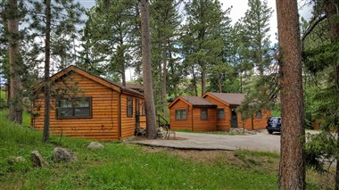 Cabins at Sylvan Lake Lodge