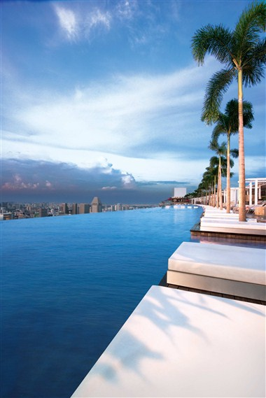 Sands Skypark Infinity Pool (Daylight)