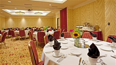 Holiday Inn Hotel & Suites- Maple Grove, MN
