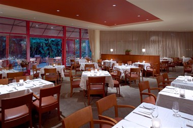 6ix Park Grill - Dining Room