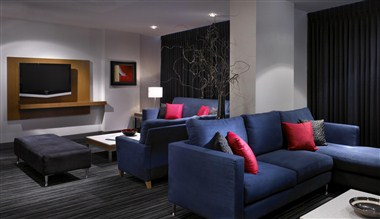 Suite 3306 - Entertaining Area