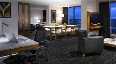 Suite 3308 - Entertaining Area