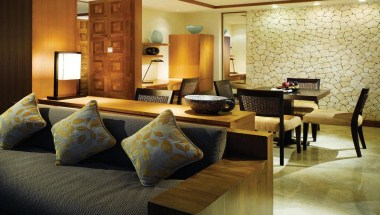 Grand Executive Suite - Living Room