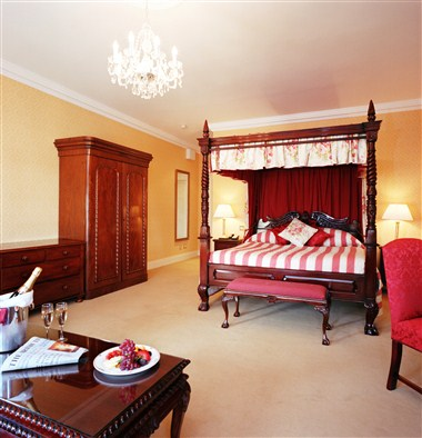 Room with 4 Poster Bed