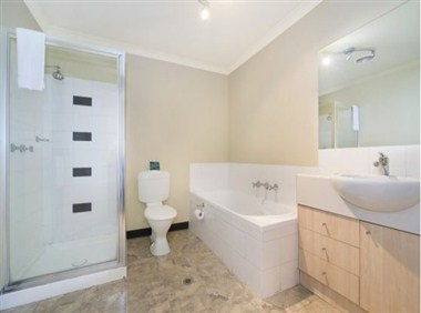 Delux Two Bedroom bathroom